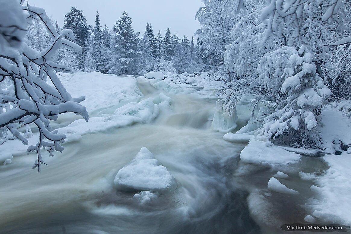 Fiume ghiacciato Vladimir Medvedev Kola RUSSIA nord